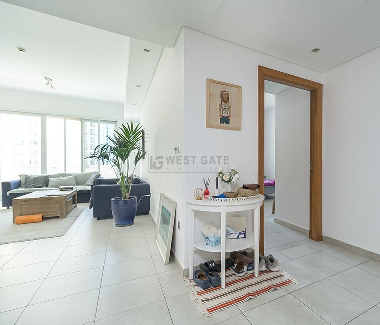 Apartment in Marina Residences For Sale